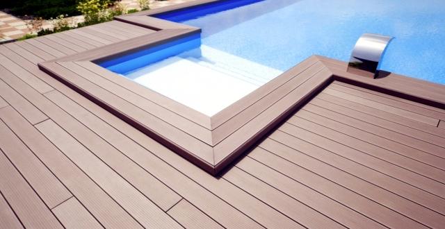 Pavimenti per esterni in wpc eleganti come il legno e pratici - Pavimenti bordo piscina in legno ...
