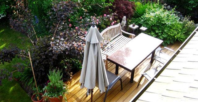 angolo ristoro in giardino