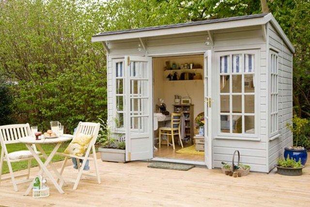 13 idee per usare le casette in legno da giardino arreda for Casette in legno abitabili