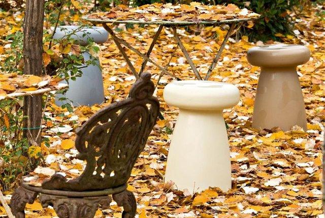 riporre i mobili da esterno foglie