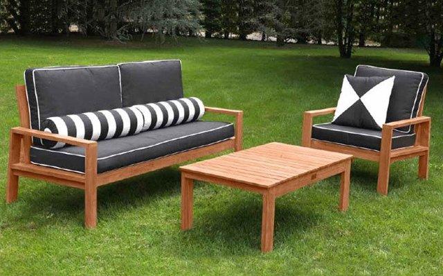pulire i mobili da esterno in legno