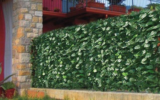 foto: recinzioni da giardino con siepe artificiale
