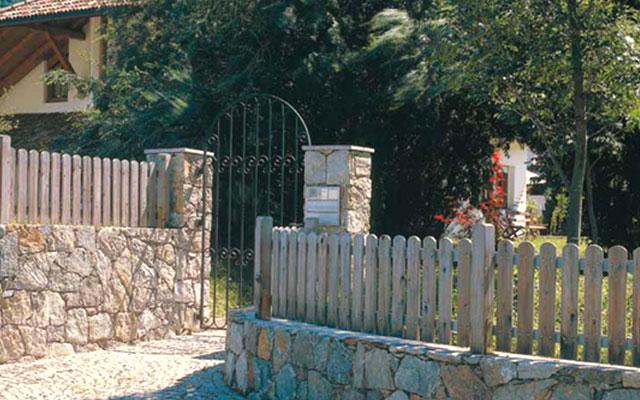 foto: recinzioni da giardino in legno