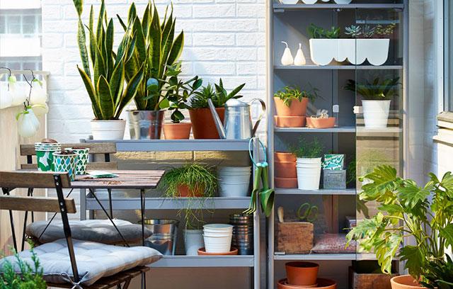7 idee per ricavare un ripostiglio in terrazzo foto for Ikea scaffali in metallo