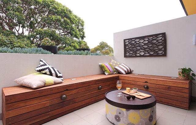 7 idee per ricavare un ripostiglio in terrazzo foto for Cassapanca per balcone