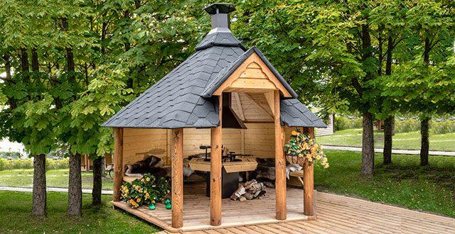 Tavolo Da Giardino Con Barbecue.Barbecue A Legna E Casette Da Giardino Cucinare Con Stile Foto