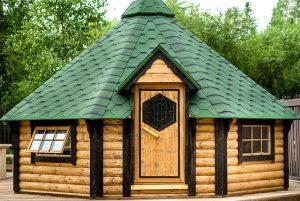 Casetta in legno da giardino con barbecue