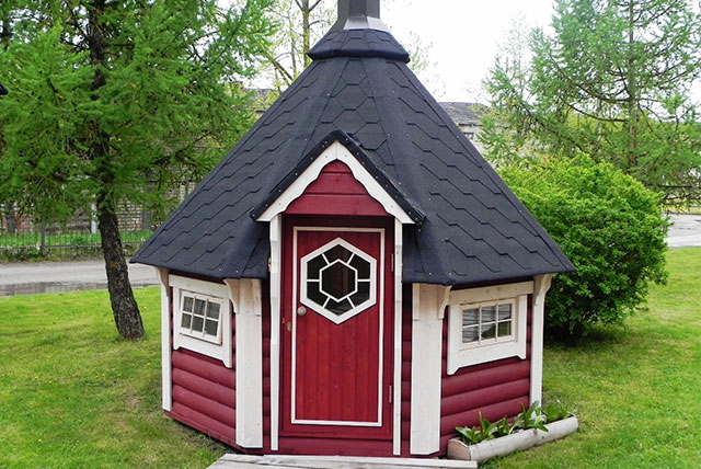 Barbecue a legna e casette da giardino cucinare con stile for Piccole case e cabine