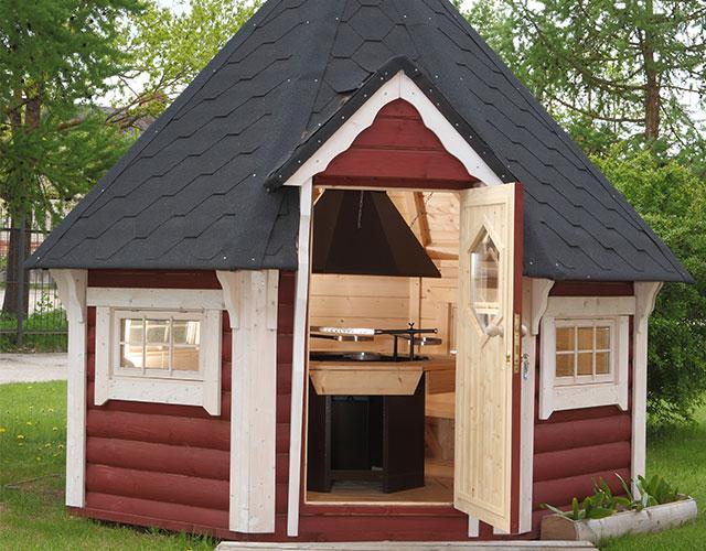 casetta da giardino con barbecue a legna
