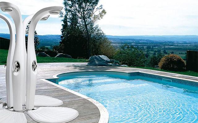 Come scegliere la migliore doccia solare da giardino - Arreda il Giardino