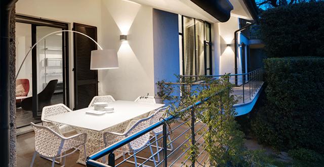 8 idee per decorare e arredare un terrazzo anche mini in for Arredare terrazzo