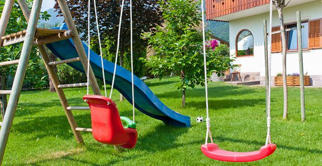 idee per come arredare un giardino per bambini foto