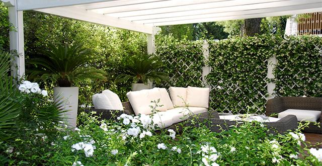 7 idee per creare privacy in giardino e proteggersi da for Idee per creare un giardino