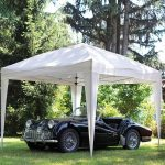Riparare dal sole i propri mezzi con il gazebo da giardino in struttura di alluminio