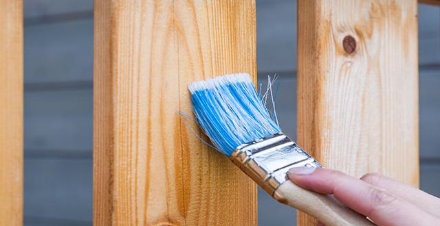 Verniciatura delle pareti in legno