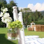 Vasetto da marmellata decorato con spago e reso un porta fiori