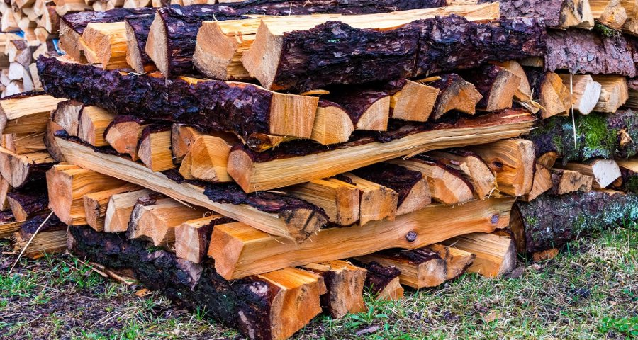 accatastare la legna da ardere