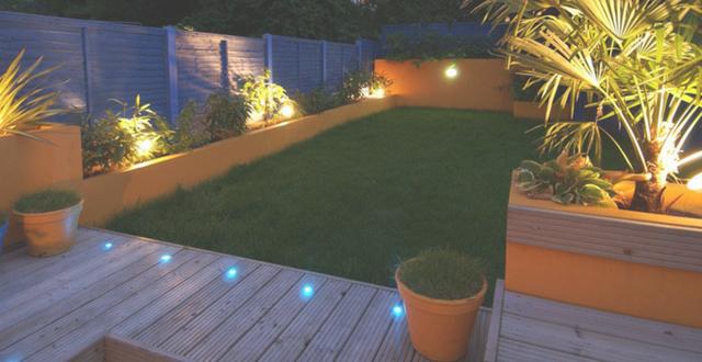 Luci giardino esterno illuminazione esterno design happycinzia sistemi integrati la tecnologia - Lampioni da esterno moderni ...