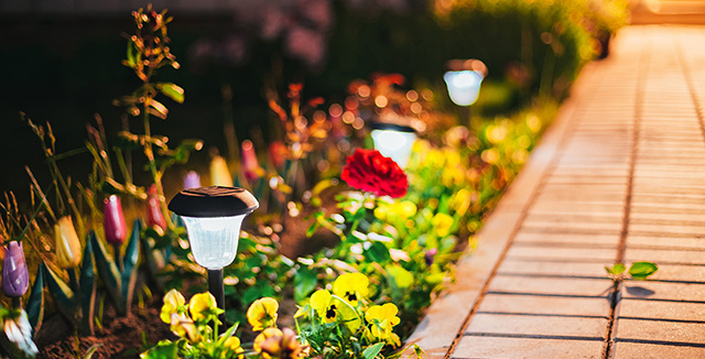 faro e illuminazione energia solare come luci da giardino
