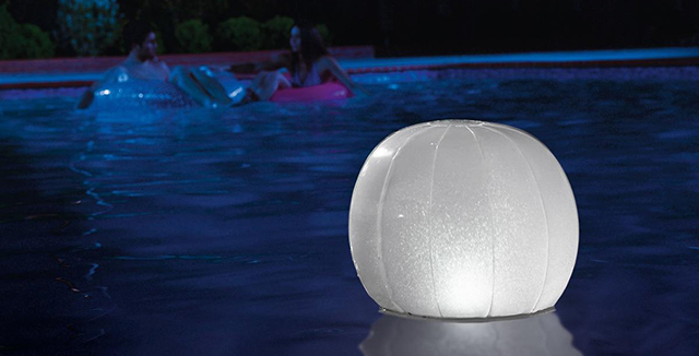 luci da giardino galleggiante a led sfera e cubo