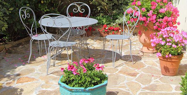 tavoli-per-giardino-in-metallo