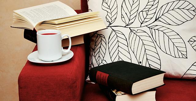 divano-libri-tè