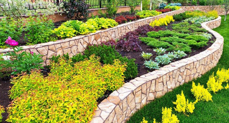 Top Massimizzare gli spazi: consigli per piccoli giardini da copiare UM81