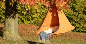tenda-arancio-sedute-sospese