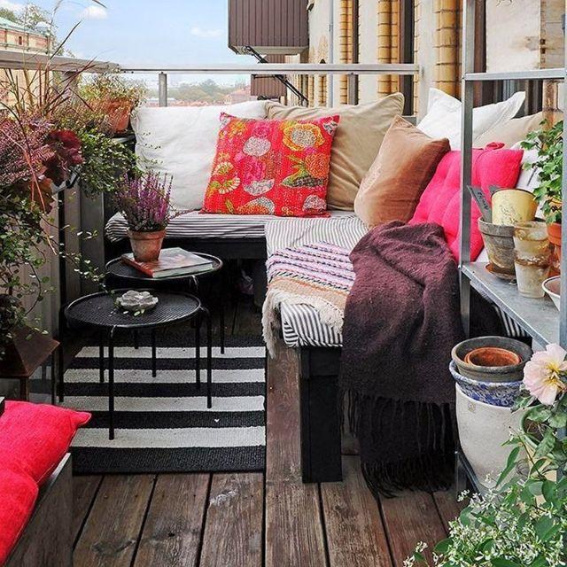 divano a angolo per balcone lungo e stretto