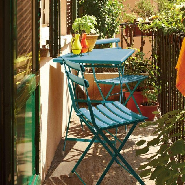 set pranzo in ferro per arredare un balcone stretto e lungo