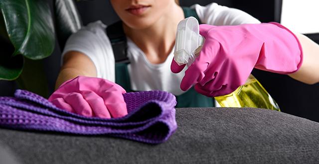 come-pulire-il-divano-in-tessuto