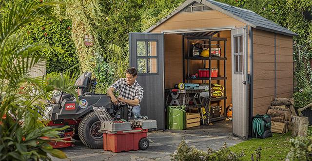 come-organizzare-un-giardino-con-una-casetta-da-giardino-in-resina