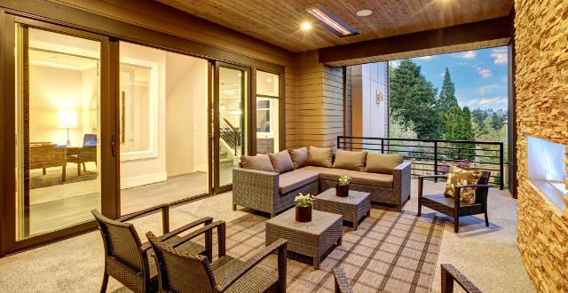 veranda con divanetto